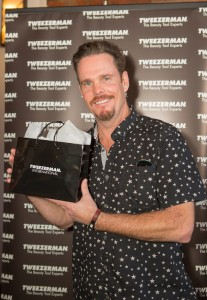 Kevin Dillon From Entourage at GBK Golden Globes Celebrity Gifting 2017
